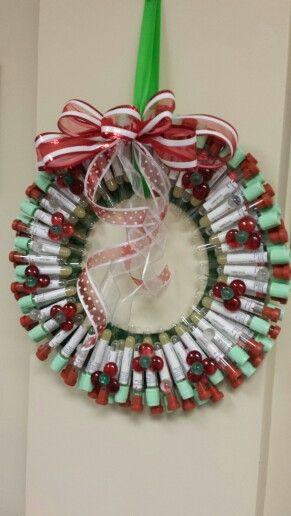 Julekrans av blodprøveglass